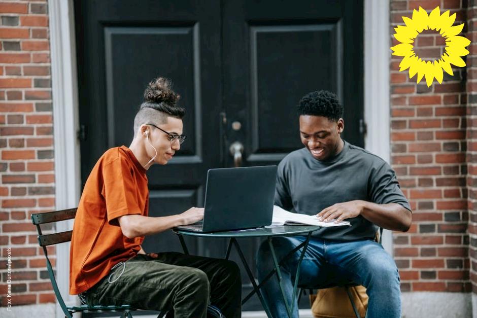 Hilfe zu digitalem Lernen für Kinder und Jugendliche in Gemeinschaftsunterkünften